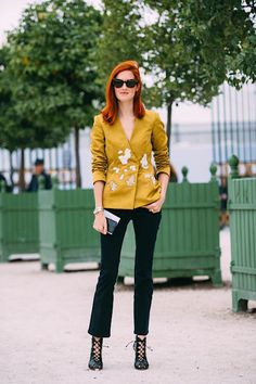 Taylor Tomasi Hill Stuns at Paris Fashion Week | Le Fashion | Bloglovin'