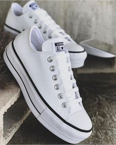 15 C O N V E R S E que serán tu nueva obsesión Mode Converse, Converse Shoes, Shoes Sneakers, White Converse, Sneakers Fashion, Fashion Shoes, Mens Fashion, Swag Shoes, Aesthetic Shoes