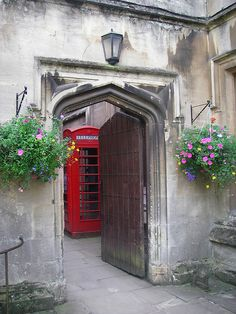 beautifuloxford:Magdalen College, Oxford (byDanni Schnappon Flickr)  enchantedengland: I would like to spend at least a week at Oxford University, (Oxford, England)prancing dreamily about from one College to the next, gaping and gasping over thewondrous,ancient magic of it all.