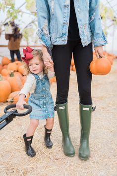 Trip To The Pumpkin Patch. - Rach Parcell - - Happy Monday, everyone! I hope you all had a great weekend! Today I thought I'd share with you the photos from our time at the pumpkin patch with my sister and her kids. Toddler Hunter Boots, Kids Rain Boots, Little Kid Fashion, Toddler Fashion, Kids Fashion, Fashion 2018, Fashion Ideas, Outfits Niños, Kids Outfits