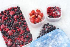 Par Mario, nutritionniste Ils sont parés, lavés, coupés et colorés pourtant, nous les boudons souvent... Surgelés dès la cueillette, ils sont tout à fait comparables aux fruits et légumes frais en ce qui concerne les valeurs nutritives. Voici quelques trucs qui vous permettront d'intégrer ces produits surgelés à vos repas! Un incontournable : les smoothies maison. Les fruits surgelés sont les ingrédients tout indiqués pour réaliser le smoothie parfait. Bien que la congélation affecte la…