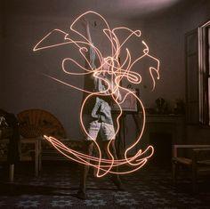 "Pablo Picasso ""light drawings"", 1949, by Gjon Mili"