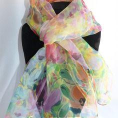 Echarpe foulard mousseline de soie peint main fleurie rose et jaune &quot…