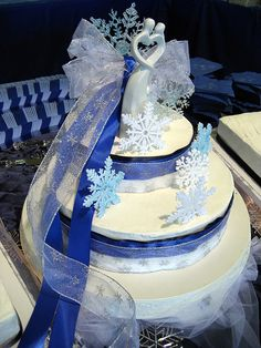 i like the blues and the ribbon with the snowflakes - gotta see if something like that can b done with one tier
