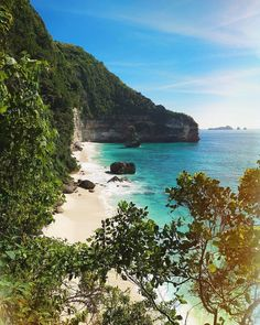 This place is too good to be real.. but it is!💙white sand beaches, hidden between limestone cliffs.. warm azure water, unspoiled nature and…