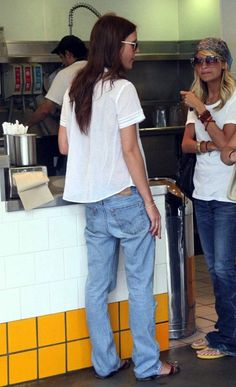 5 Le Fashion Blog 7 Cool Ways To Wear Baggy Jeans Victoria Traina Nicole Richie White Tee photo 5-Le-Fashion-Blog-7-Cool-Ways-To-Wear-Baggy-Jeans-Victoria-Traina-Nicole-Richie-White-Tee.jpg