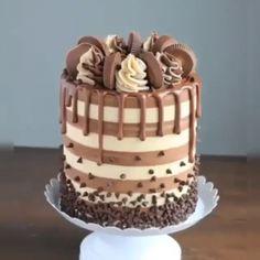 The Best Chocolate Layer Cake - Die beste Schokoladentorte - Chocolate Cake Designs, Chocolate Ganache Cake, Chocolate Recipes, Chocolate Cake Decorated, Chocolate Sweet Cake, Chocolate Birthday Cake For Men, Chocolate Anniversary Cake, Chocolate Button Cake, Chocolate Cake Pictures