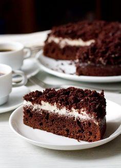 Простой и вкусный пирог для любителей шоколада и поклонников элементарного сметанного крема. Шоколад и сметанный крем дают вместе замечательное сочетаний - лично на мой вкус, тут больше ничего не нужно. Хотя некоторые дегустаторы высказали желание, чтобы в следующий раз для коржа была предусмотрена какая-то пропитка. Но это большие любители влажных тортов Важно: сметана для [...]