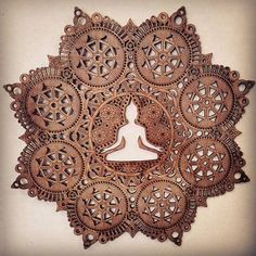 Een mooie mandala met een meditating Boeddha leegte in het midden dat met liefde is gemaakt. De inspiratie voor dit stukje kwam uit een persoonlijke meditatie. Het werd gemaakt met een laser cutter met 1/4 multiplex. Het is 18inches breed. ECO-BEWUSTE Voor elke houten muur beeldhouwkunst verkocht doneren ik aan de Stichting van de National Forest dat een boom geplant in één van onze nationale bossen. Teruggeven en milieubewuste is heel belangrijk voor mij, ik wil graag mijn kunstwerk een…