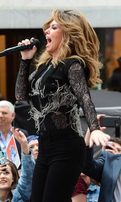 #Concert, #NYC Shania Twain - Performs at the Today Show Concert Series in NYC 06/16/2017 | Celebrity Uncensored! Read more: http://celxxx.com/2017/06/shania-twain-performs-at-the-today-show-concert-series-in-nyc-06162017/