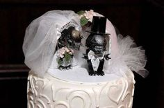 18 Hilarious Wedding Cakes That Will Tell Everyone How Your Relationship Really Is - Dose - Your Daily Dose of Amazing