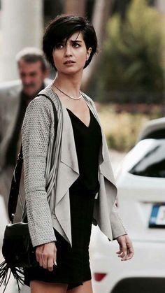 Tuba Büyüküstün (Turkish model and actress) Short Hair With Layers, Short Hair Cuts For Women, Layered Hair, Hair Day, New Hair, Haircut Trends 2017, Haircut And Color, Trending Haircuts, Hairstyles Haircuts