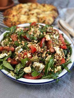 salade caprese met pesto en tomaat - Familie over de kook Healthy Pesto, Healthy Recipes, Healty Lunches, Salade Caprese, Risotto, Good Food, Yummy Food, Plant Based Recipes, Summer Recipes
