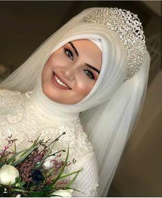 Tesettür Gelin Tacı Modelleri You can find different rumors about the history of the marriage dress; tesettür First Narration; Muslim Wedding Gown, Hijabi Wedding, Muslimah Wedding Dress, Muslim Wedding Dresses, Muslim Brides, Muslim Dress, Wedding Gowns, Hijab Dress, Muslim Couples