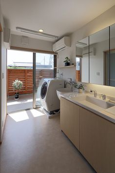 洗面所&ランドリー Laundry Room Design, Laundry In Bathroom, Style At Home, Natural Bathroom, Dream House Plans, Japanese House, Home And Deco, Inspired Homes, Minimalist Home