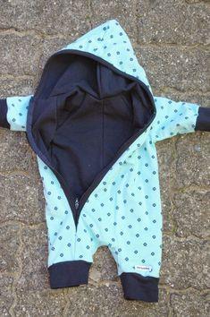 Jeg lavede denne dragt til en lille nyfødt og en fælles ven havde set den og skrev og forhørte sig om jeg ikke også kunne lave én til hende... Sewing For Kids, Baby Sewing, Wetsuit, Baby Hacks, Gym Shorts Womens, Baby Kids, Diy Baby, Swimwear, Crochet