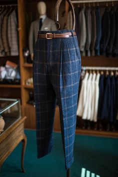 B&TAILOR - Men's style, accessories, mens fashion trends 2020 Mens Pleated Trousers, Men Trousers, Tailored Trousers, Mens Fashion Suits, Mens Suits, La Mode Masculine, African Men Fashion, Pants Pattern, Mens Clothing Styles