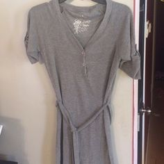 Gray Cotton Dress Super comfortable/casual dress. Tie around the waist. 60%Cotton/35%rayon/5%spandex. Great used condition! Cannot see any flaws!! Super cute Poof! Dresses