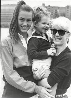 Yasmin Le Bon with Paula Yates and her daughter at sportaid May 1986 Girl Next Door Look, Bob Geldof, Yasmin Le Bon, Simon Le Bon, Michael Hutchence, Vintage Models, Like A Boss, Famous Women, Her Style