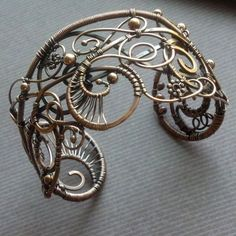 This is absolutely stunning. Summer Breeze cuff | JewelryLessons.com