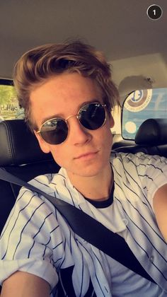 My favorite outfit Joe sugg has every worn Joe Sugg Fanfiction, Joe And Zoe Sugg, Joseph Sugg, Buttercream Squad, Sugg Life, Jack Maynard, British Youtubers, Hot Youtubers, Bae