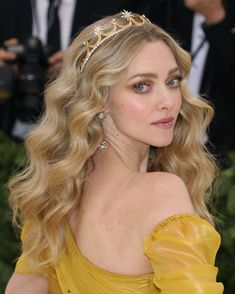 Hair Styling Amanda Seyfried Met Gala Hair And Make-up Accessorizing Your Leather-based: Nice concep Tiara Hairstyles, Princess Hairstyles, Wedding Hairstyles, Glamorous Hairstyles, Party Hairstyles, Ponytail Hairstyles, Amanda Seyfried Hair, Corte Y Color, Wedding Makeup Looks
