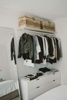 These 17 photos of open cabinets will tear your closet door, sta . - These 17 photos of open closets will have your closet door torn off, stat - Open Wardrobe, Wardrobe Closet, Closet Doors, Closet Dresser, Closet Space, Wardrobe Ideas, No Closet Bedroom, Wardrobe Small Bedroom, Diy Closet Ideas