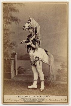 Danseuses burlesques de l'époque victorienne - http://www.2tout2rien.fr/danseuses-burlesques-de-lepoque-victorienne/