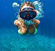 Underwater Pictures, Underwater Photos, Underwater Photography, Girl In Water, Scuba Girl, Girls Swimming, Pics Art, Water Sports, Belle Photo