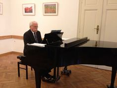 http://salon.majafluri.com Wiener Klassik mit Maja Fluri (Sopran und Moderation), Richard Fuller (Klavier) in der Villa Wertheimstein: http://villawertheimstein.com sowie auf Twitter @vwertheimstein