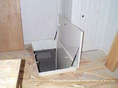 Underground tornado shelter