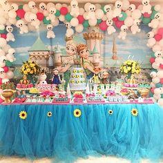 #mulpix  #Repost @mixfestasdf ・・・                                                                 Boa noite com essa linda inspiração de festa Frozen Fever por @mixfestasdf!!! Amei esse painel!!! Doces modelados: @bebellacookieria Balões: @artballoonsoficial 💙🌻💙  #frozenparty   #frozenfeverparty   #festafrozenfever  #festafrozen  #frozenfever  #frozenpartyideas    #cumpleaños  #ideasfiestas  #ideasdecorativas  #ideasdedecoracion  #partyideas  #partydecorations  #partyinspiration…