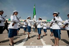 a-graduate-r-passes-the-algerian-flag-to-a-new-recruit-during-her-gp3hjy.jpg (640×447)