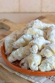 Cornulețe de post cu borș Vegan Sweets, Sweets Recipes, Vegan Desserts, Cookie Recipes, Jacque Pepin, Cake Decorating Videos, Romanian Food, Winter Food, Food To Make