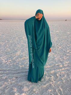 Beautiful Jilbab at Salt Lake, Turkey Muslim Women Fashion, Islamic Fashion, Modest Wear, Modest Outfits, Abaya Fashion, Modest Fashion, Mode Niqab, Outfit Look, Hijab Style