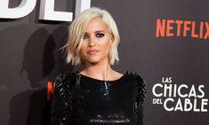 La actriz asistió junto a parte del equipo de 'Las chicas del cable' a la gala de los Premios GLAAD Media en Beverly Hills