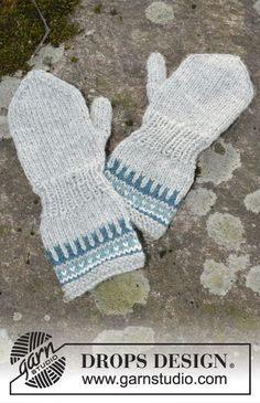 Wild Blueberrie Mittens - Knitted mittens with pattern in DROPS Karisma. Size children 1 - 6 years - Free pattern by DROPS Design Crochet Baby Mittens, Knitted Mittens Pattern, Crochet Baby Blanket Beginner, Knit Mittens, Knitted Gloves, Crochet Hooks, Baby Knitting Patterns, Knitting For Kids, Free Knitting
