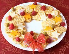 holiday cracker wreath