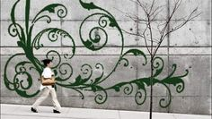 Graffiti-artiesten die behept zijn met wat milieubewustzijn, laten steeds vaker de spuitbussen voor wat ze zijn: vervuilende ondingen vol giftige ...
