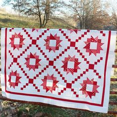 I was able to snap a few pictures of my Summer Nights quilt top at my grandpa's farm on Sunday! This farm has been in our family since the 1920's - it's been a special place where lots of hot dog roasts and exploring has happened. The Summer Nights quilt pattern is so reminiscent of the vintage quilts I grew up seeing that I knew I needed to take some pictures out here! #12contestsbonnieandcamille #bonnieandcamille #cottonway #showmethemoda @bonniecottonway