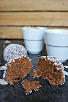 Sunde mokka trøfler - opskrift på hjemmelavet chokoladetrøfler Danish Dessert, Cake Recipes, Dessert Recipes, Healthy Candy, Christmas Snacks, Healthy Desserts, Love Food, Lchf, Kaffe