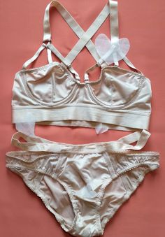 Review  Lonely Lingerie Lulu Underwired Bra   Knickers Set Lonely 378cecf2d