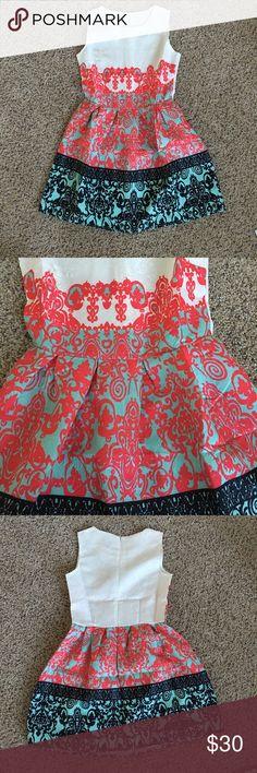 "Elegant Knee-length Floral Summer Dress Size S Knee-length elegant sleveless floral summer dress made in cotton and polyester material.  Measurements: Length    : 78cm / 30.5"" Bust        : 85cm / 33.5"" Waist      : 68cm / 27.5"" Shoulder: 32cm / 12.5"" Dresses Mini"