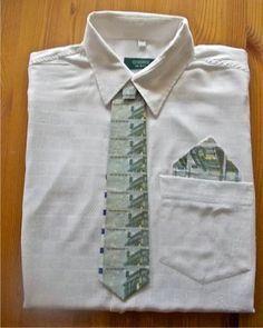 Tolle Idee für ein Geldgeschenk: Eine Geldkrawatte. Noch mehr Ideen gibt es auf www.Spaaz.de