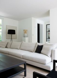 White sofa dark coffee table #binnenhuisarchitect