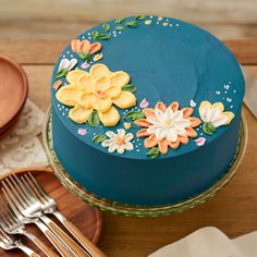 Browse yummy dessert ideas including Thanksgiving cakes, cookies, cupcakes, pies and more from Wilton. Pretty Birthday Cakes, Pretty Cakes, Cute Cakes, Flower Birthday Cakes, Creative Birthday Cakes, Mini Cakes, Cupcake Cakes, Thanksgiving Cakes, Smooth Cake