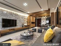 電視牆則以大理石材潑墨紋理顯現大器層次,一旁更以鍍鈦層架綴飾現代時尚感。