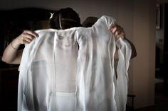 Emma nel momento della vestizione, poca luce ma molto romantica.... almeno secondo me...