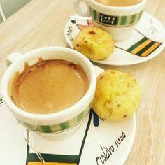 Cafezinho expresso com broa de milho