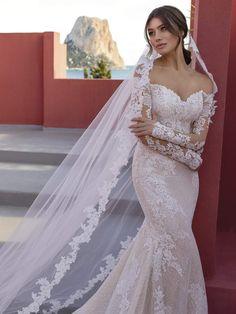 Mermaid Wedding Dress With Sleeves, Off Shoulder Wedding Dress, Wedding Dress With Veil, Long Sleeve Wedding, Long Wedding Dresses, Tulle Wedding, Mermaid Wedding Gowns, Stunning Wedding Dresses, Long Wedding Veils